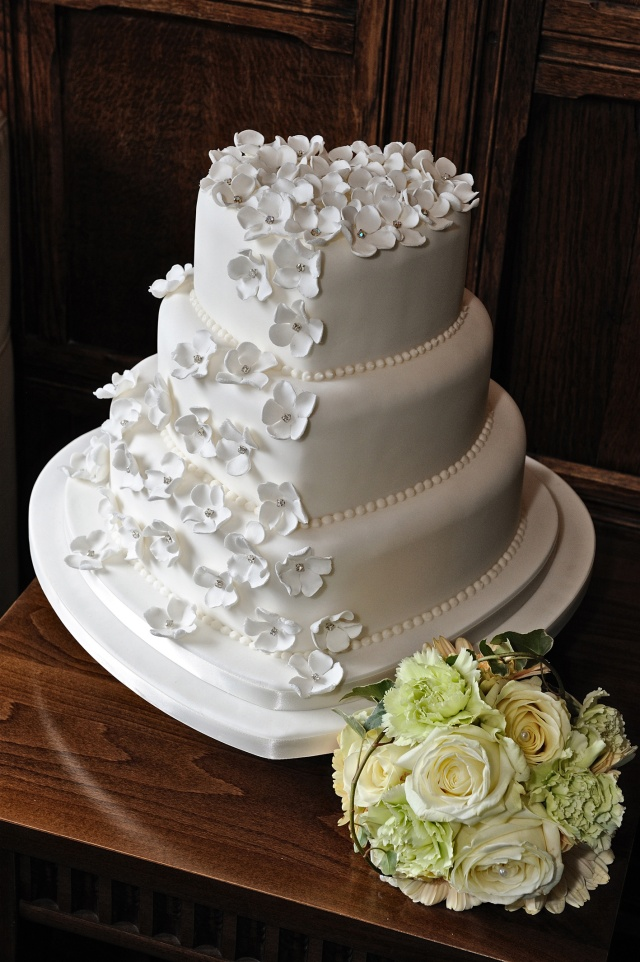 wedding cakes by shelly