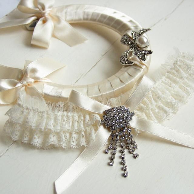 wedding garter & lucky horseshoe handmade wedding accessories from aye do
