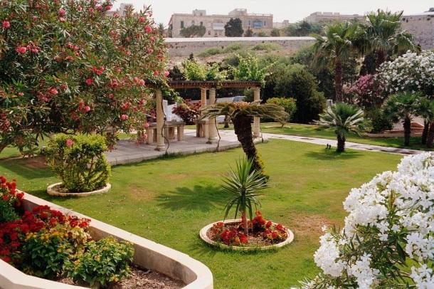 Phoenicia Hotel - Gardens