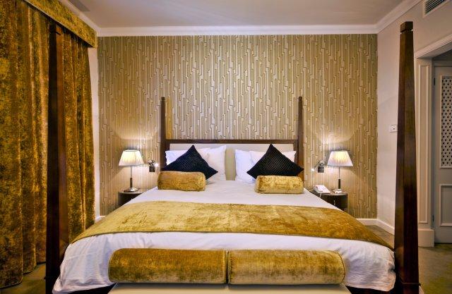 Phoenicia Hotel - Suite Bedroom