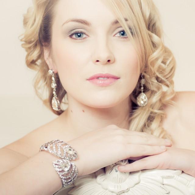 wedding earrings large drop diamante