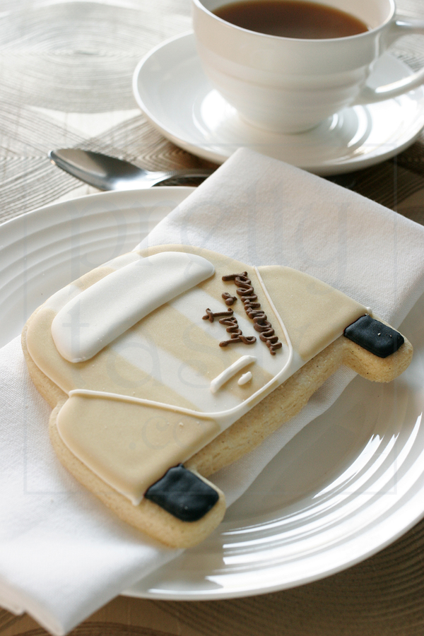 just married wedding favour  iced biscuit UK by pretty tasty