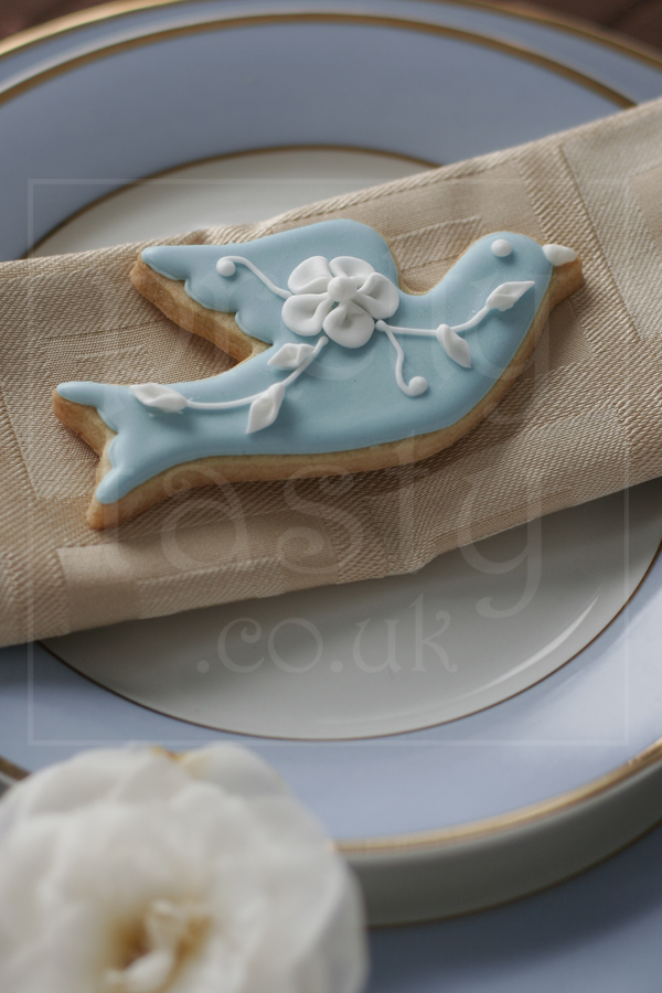 Wedgewood Bird Wedding Favour iced biscuit by pretty tasty UK